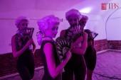 Simțuri - spectacol expoziție, premieră absolută de dans contemporan (fotografie din cadrul coregrafiei Gustativ, realizată de Russell Hewey)